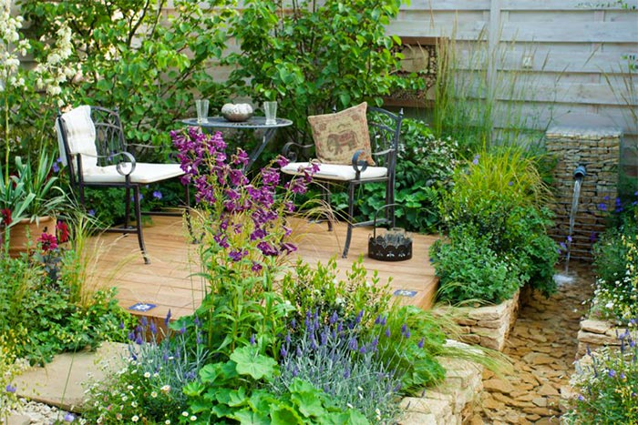 Philippe-Alban Barsolle, votre jardinier paysagiste met ses compétences à votre service pour la création et l'entretien de vos jardins et l'élagage de tout type d'arbres.